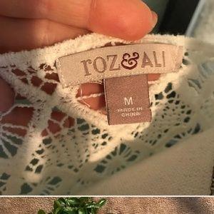 Roz & Ali Tops - Roz & Ali white flowy top sz medium